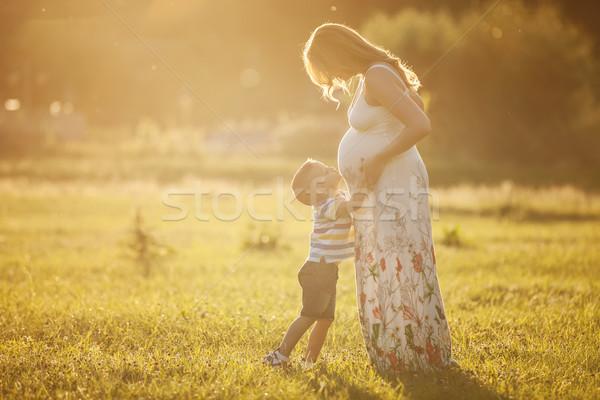 Küçük erkek öpüşme göbek hamile anne Stok fotoğraf © photobac