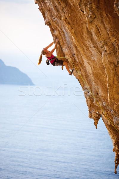 Familie rock zonsondergang eiland Griekenland vrouw Stockfoto © photobac