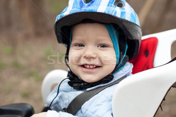 Kicsi fiú bicikli ülés aranyos mosolyog Stock fotó © photobac