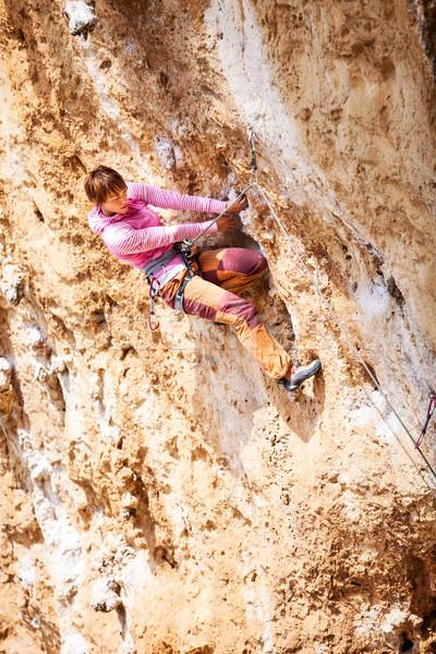 Jonge vrouwelijke rock klif gezicht muur Stockfoto © photobac