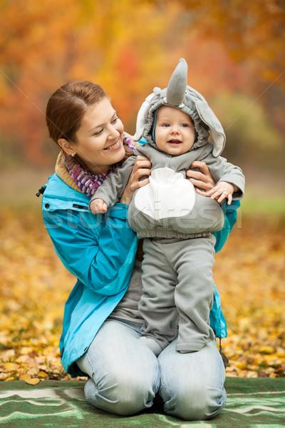 Mulher jovem bebê menino traje retrato elefante Foto stock © photobac