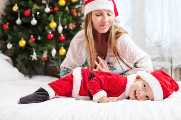 Mãe jogar bebê traje jovem Foto stock © photobac