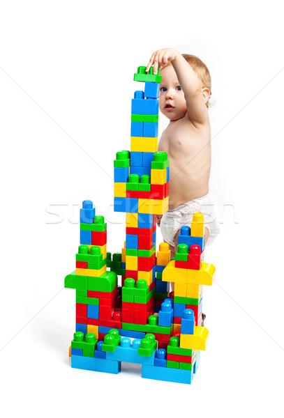 Kisgyerek fiú játszik tömbházak fehér háttér Stock fotó © photobac