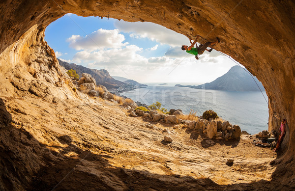 Moço escalada caverna belo ver parede Foto stock © photobac