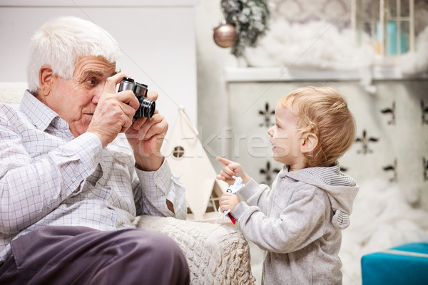 Senior man foto kleinzoon Stockfoto © photobac