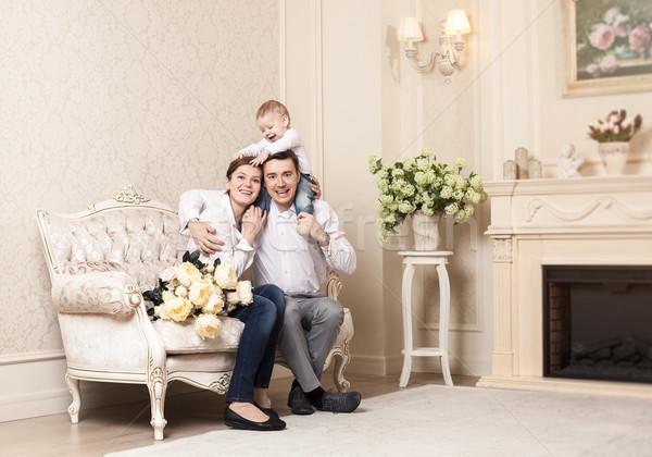 Jovem família feliz bebê poltrona sala de estar Foto stock © photobac