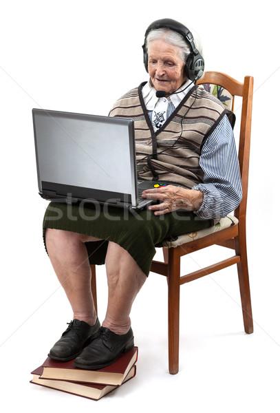 Senior vrouw met behulp van laptop computer witte geïsoleerd Stockfoto © photobac