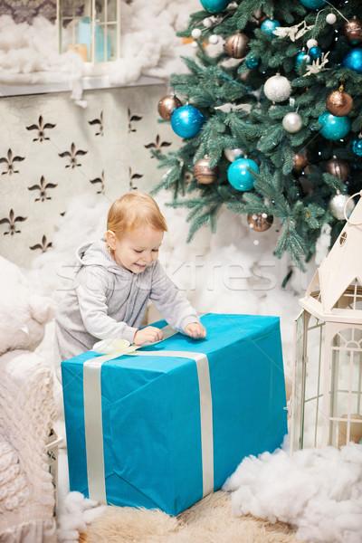 Erkek açılış kutu Noel hediye Stok fotoğraf © photobac