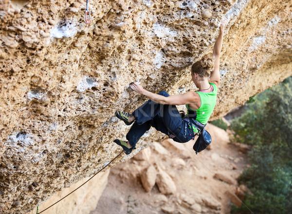 Jovem feminino rocha cara penhasco parede Foto stock © photobac