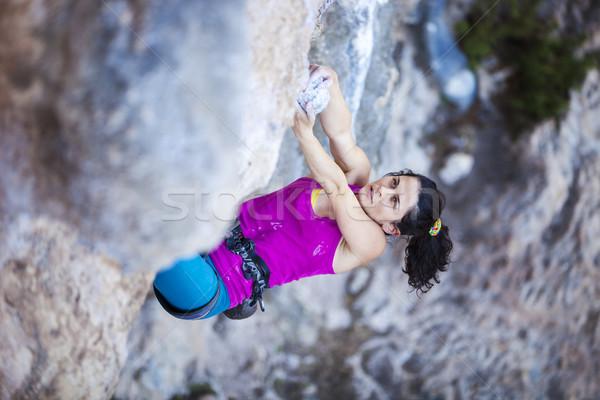 Feminino rocha penhasco cara jovem parede Foto stock © photobac