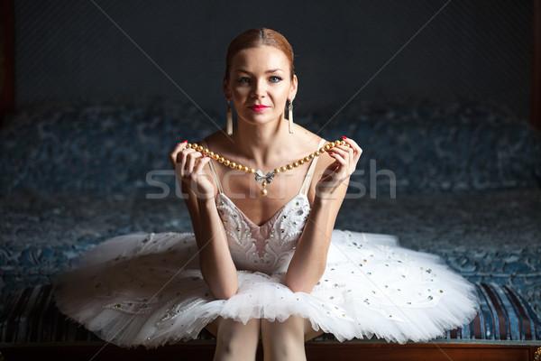 Balerin inci kolye oturma yatak Stok fotoğraf © photobac