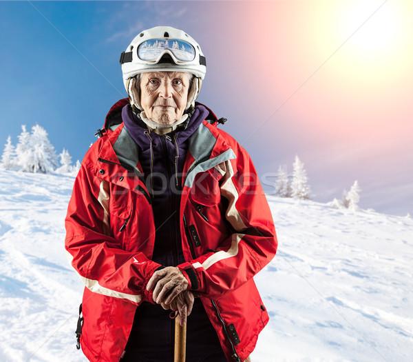 Foto stock: Velha · em · pé · neve · férias · montanhas · inverno