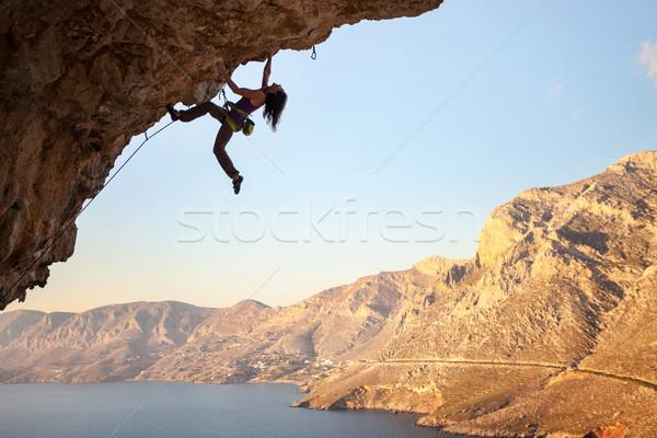 Stok fotoğraf: Siluet · genç · kadın · kaya · uçurum · ada