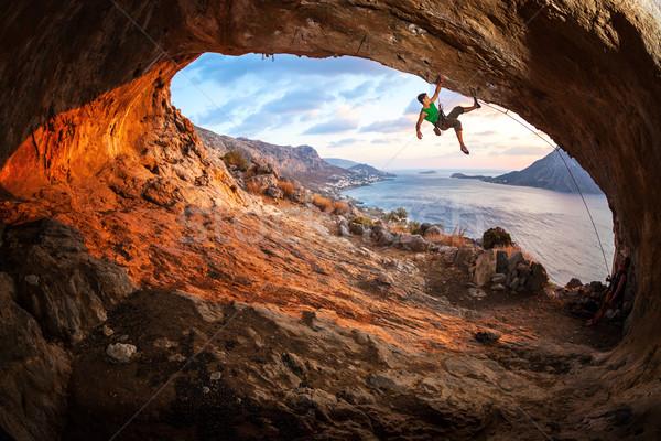 Zdjęcia stock: Mężczyzna · rock · wspinaczki · dachu · jaskini · wygaśnięcia