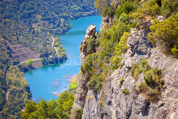 Ver penhasco rio abaixo aldeia Foto stock © photobac