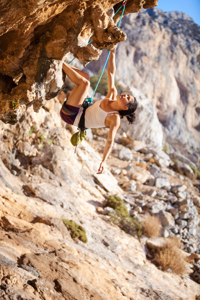 Jovem feminino rocha penhasco cara parede Foto stock © photobac