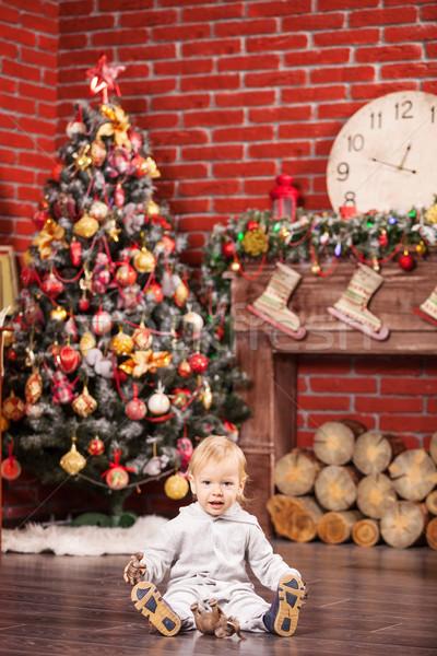 Pequeno menino jogar brinquedo árvore de natal alegre Foto stock © photobac