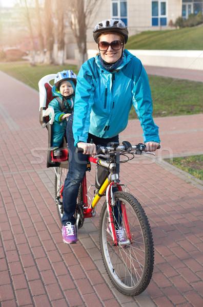 Bicicletta piccolo figlio dietro Foto d'archivio © photobac