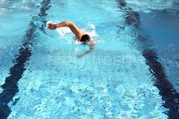 Homem aprender nadar rastejar piscina mulher Foto stock © photochecker