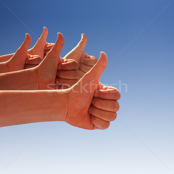 Hände Erzeugnis blauer Himmel Hand glücklich Stock foto © photochecker
