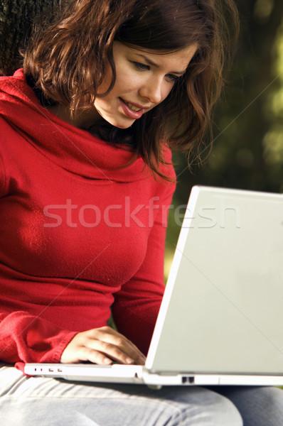 Diák lány dolgozik laptop szabadtér napos idő Stock fotó © photocreo