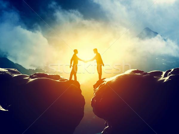 двое мужчин рукопожатие гор бизнеса дело связи Сток-фото © photocreo