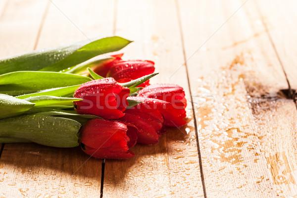 Stockfoto: Vers · Rood · tulp · bloemen · boeket · hout