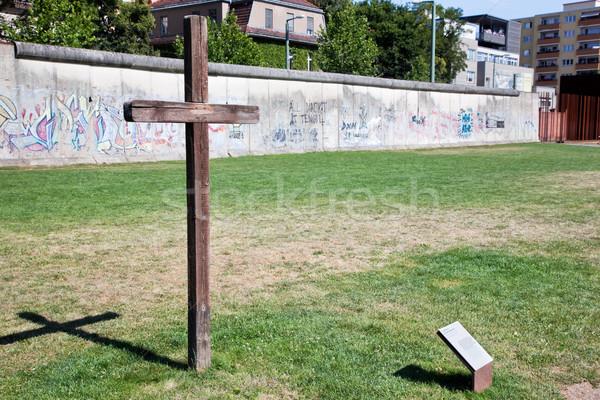Muro de berlín graffiti cruz pared libertad concretas Foto stock © photocreo