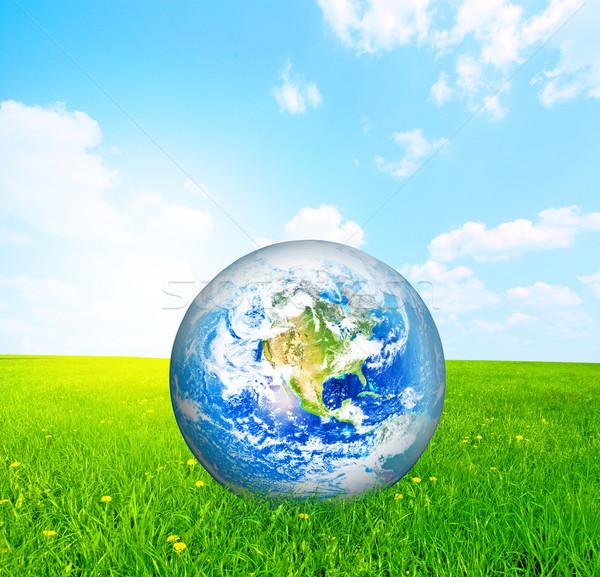 Aarde wereldbol groen gras wolken natuur landschap Stockfoto © photocreo