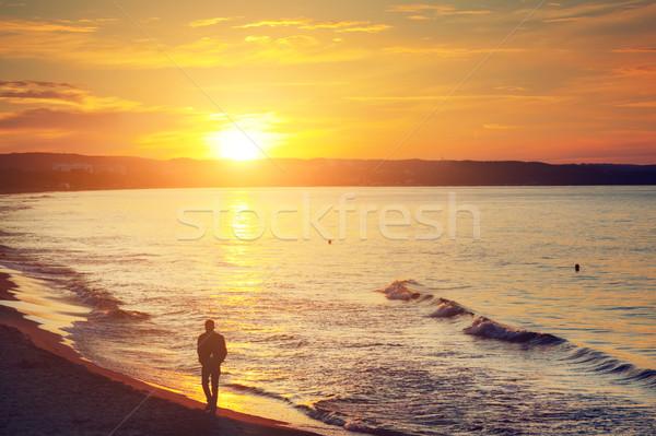 Człowiek spaceru sam plaży wygaśnięcia Zdjęcia stock © photocreo