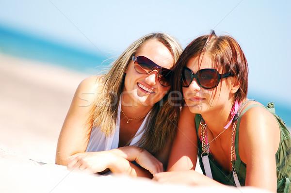 Genç kızlar yaz plaj çekici Stok fotoğraf © photocreo