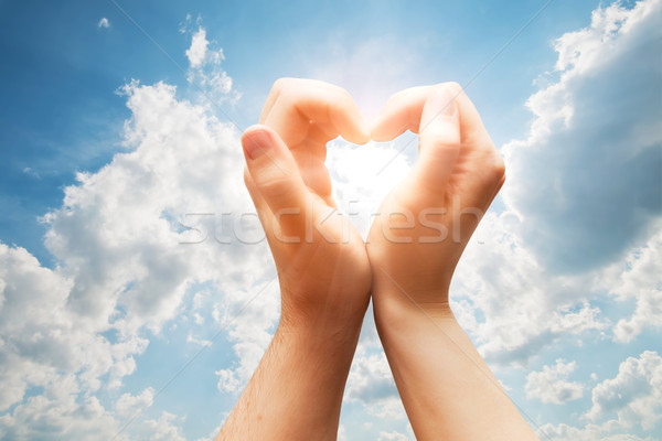 Imagine de stoc: Om · femeie · mâini · inimă · albastru