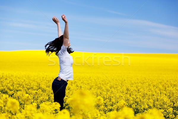Feliz mulher jovem primavera campo sucesso harmonia Foto stock © photocreo