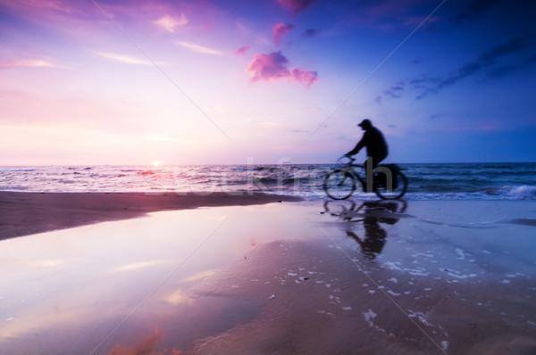 Egészséges életmód tengerpart naplemente sport lovaglás bicikli Stock fotó © photocreo