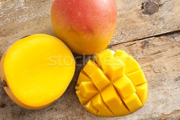 Friss érett trópusi mangó egész szeletel Stock fotó © photohome