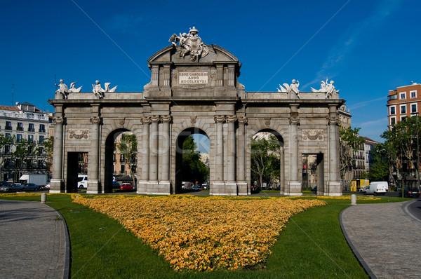 двери квадратный Мадрид Испания цветок архитектура Сток-фото © Photooiasson