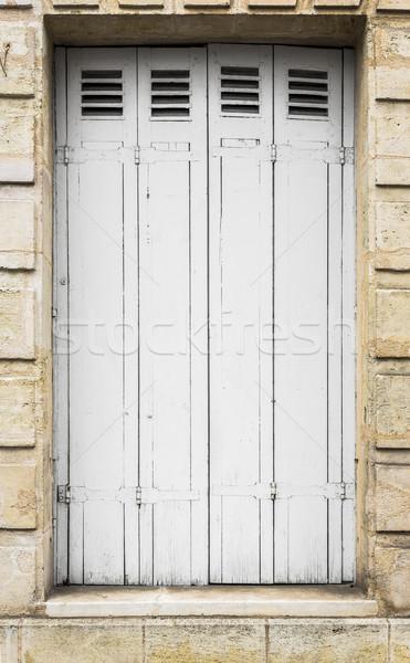 Beyaz ahşap pencere panel yıpranmış paslı Stok fotoğraf © Photooiasson