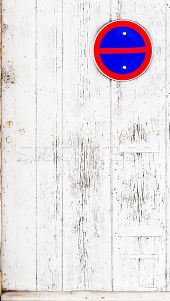 風化した 白 木製 ドア 塗料 ストックフォト © Photooiasson