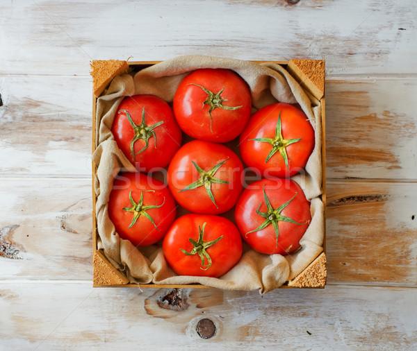 Friss organikus érett paradicsomok rusztikus fa asztal Stock fotó © Photooiasson