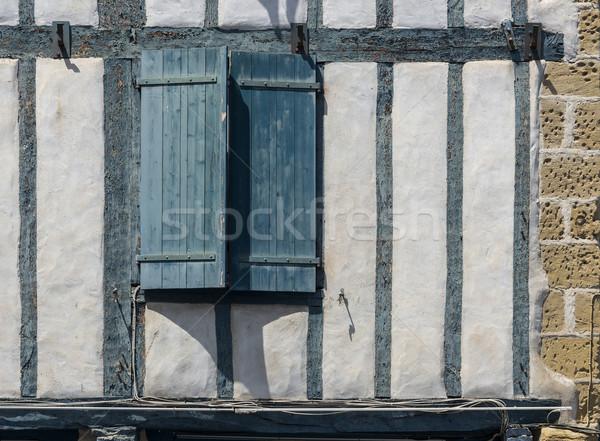 Zöld fából készült ablak zárva fal viharvert Stock fotó © Photooiasson