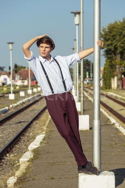 Czeka pociągu zamyślony niespokojny młody człowiek Zdjęcia stock © photosebia