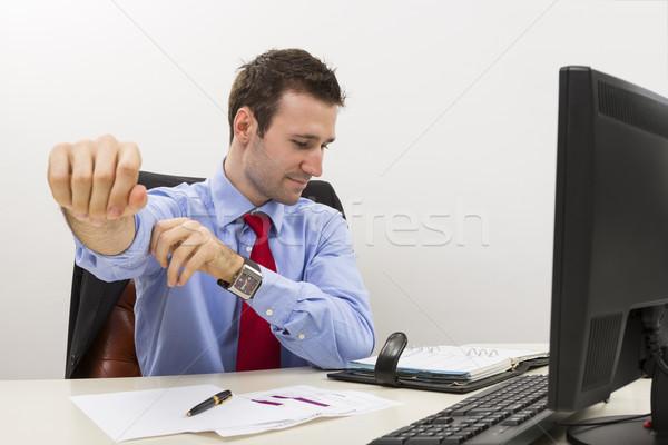 Przystojny młodych pracownika gotowy pracy biuro Zdjęcia stock © photosebia