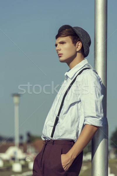 Zamyślony młodych facet widok z boku stwarzające strony Zdjęcia stock © photosebia