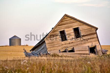 Verlaten boerderij huis saskatchewan Canada hout Stockfoto © pictureguy