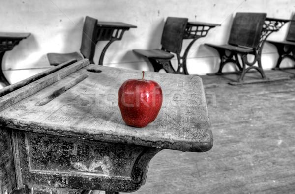 捨てられた 学校 家 赤いリンゴ 1 ルーム ストックフォト © pictureguy
