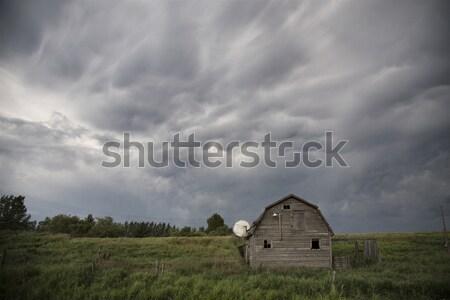 Elhagyatott farm viharfelhők égbolt épület természet Stock fotó © pictureguy