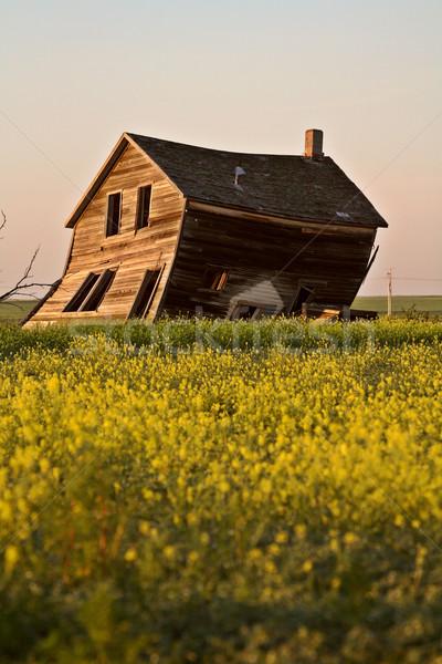 Yıpranmış eski çiftlik ev manzaralı saskatchewan Stok fotoğraf © pictureguy