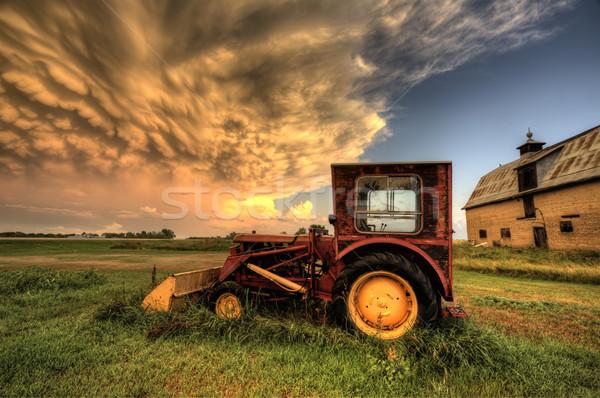 嵐雲 サスカチュワン州 アンティーク ヴィンテージ トラクター 空 ストックフォト © pictureguy