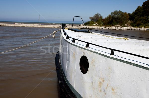 Oude vissersboot omhoog meer water hout Stockfoto © pictureguy