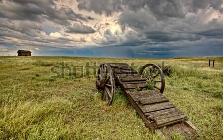 Ciudad muerta saskatchewan carrito rueda abandonado casa Foto stock © pictureguy